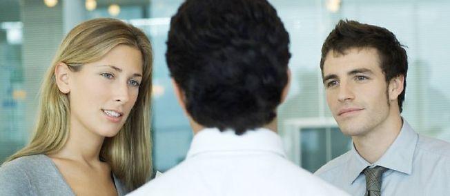 Selon une récente étude du ministère du Travail, l'écart moyen entre le salaire horaire net des femmes et celui des hommes en 2010 était, à postes et caractéristiques de salariés identiques, de 8,6 %.