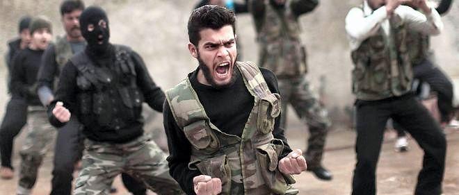 Des rebelles syriens participent à une séance d'entraînement dans la ville de Maaret Ikhwan, près d'Idleb, en 2012 (photo d'illustration).
