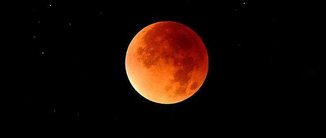 L'éclipse de super Lune vue depuis Trébons-sur-la-Grasse, en Haute-Garonne, le 28 septembre.
