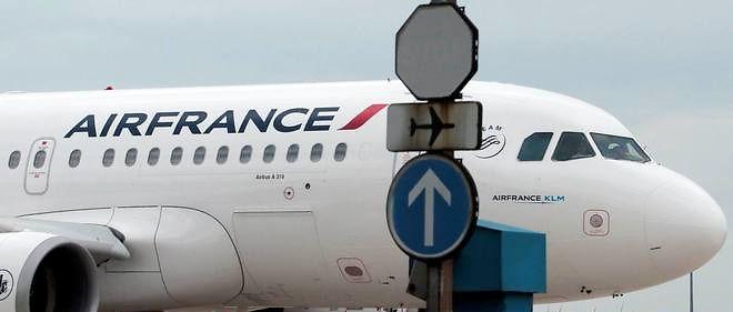 Sophie Coignard pointe du doigt les avantages dont les pilotes d'Air France bénéficient.