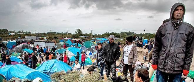"""Une manifestation hostile aux migrants était organisée par le collectif """"Calaisiens en colère"""" qui attribue l'insécurité aux migrants."""