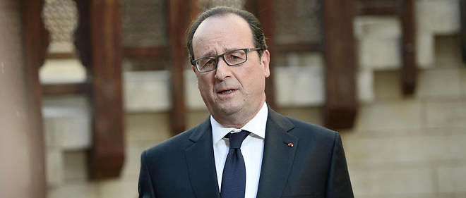 François Hollande a visité dans l'après-midi une école parisienne accueillant 250 élèves, dont 4 enfants handicapés.