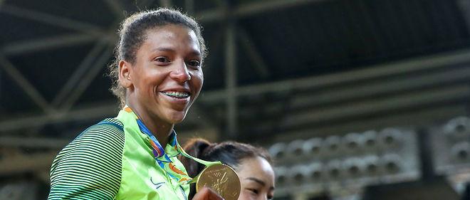 Traitée de « singe en cage » après sa défaite aux JO de 2012, l'athlète brésilienne Rafaela Silva a pris sa revanche sur le racisme en remportant la première médaille d'or du Brésil.