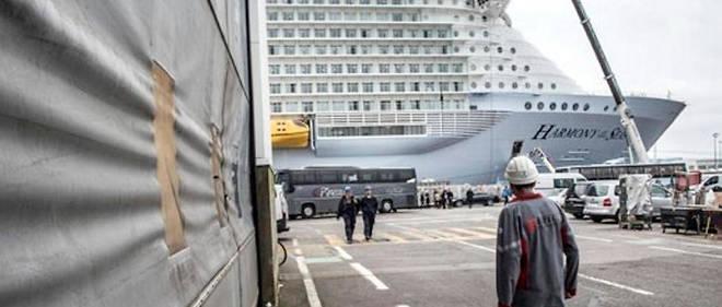"""Livraison du paquebot """"Harmony of the Seas"""" à l'armateur   Royal Caribbean Cruises Ltd.   Chantier naval STX."""