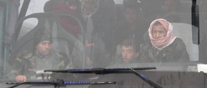 La population évacuée est acheminée à Rachidine, une ville à l'est d'Alep tenue par l'opposition.