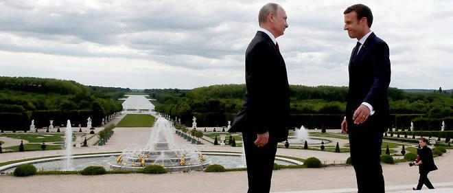 Le président Emmanuel Macron (à droite) et son homologue russe Vladimir Poutine, à Versailles le 29 mai 2017.