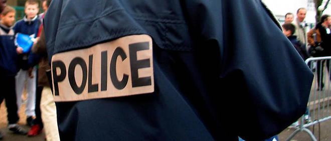 Sur les réseaux sociaux, le policier utilisait différents pseudonymes pour faire de la propagande en faveur de Daech. Il s'y réjouit entre autres du meurtre d'un couple de fonctionnaires de police à Magnanville en juin 2016.