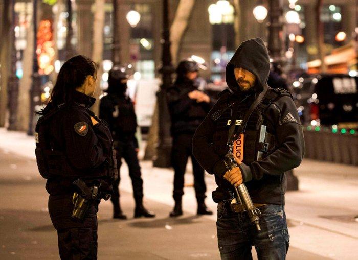 Reactifs. Evacuation de la gare du Nord, a Paris, en mai 2017, apres que des suspects fiches par la DGSI ont ete signales dans un train en provenance de Valenciennes.