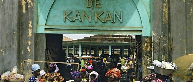 L'imam Nanfo Ismael Diaby de Guinee fait la priere en n'ko sa langue maternelle, dans la ville de Kankan.