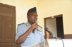 Le Général Brindou Mbia met la police aux trousses des ''microbes''.