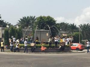 Les femmes se sont rassemblées au rond- point de Cocody, pour protester contre les enlèvements d'enfants