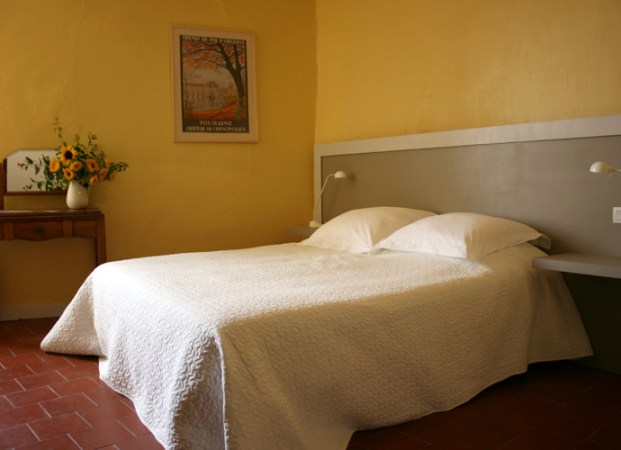 Rooms   Rates     Le Presbyt    re  Chambre d H    te   Table d H    te  French     La Chambre Rouge  large double bed