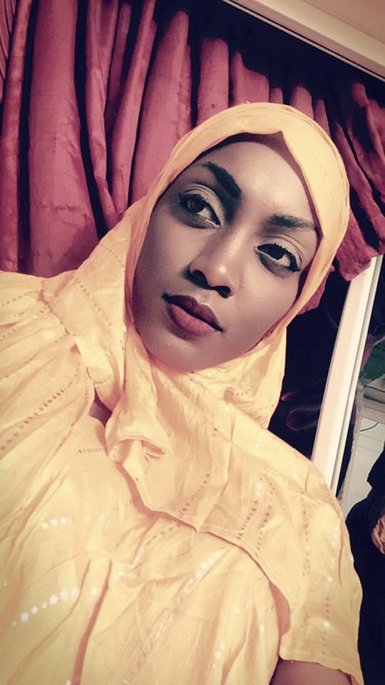 En mode Adjaratou, Maman Mbaye se couvre les cheveux