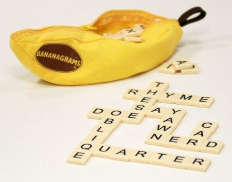 Le sac de jeu et un exemple de mot croisé d'un joueur (désolé mais je n'ai pas trouvé en français!!)