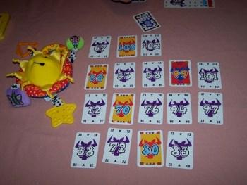 le prochain joueur qui jouera une carte supérieure à 97 ramassera la 3eme ligne en partant du haut et le joueur qui mettre une carte supérieure à 102, ramassera la 2eme ligne au partant du haut