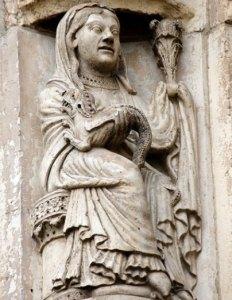 Symbole de l'intégration de l'énergie dragon sur la cathédrale de Chartres