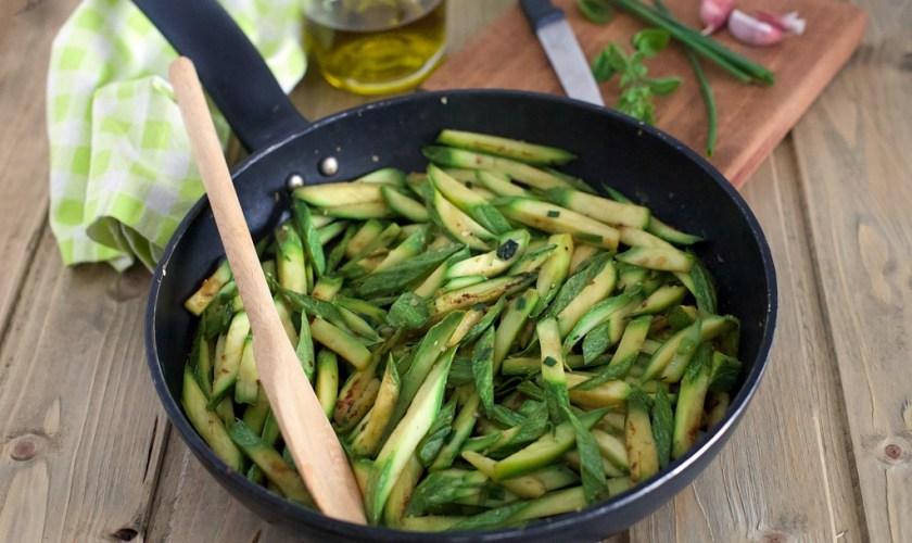 Zucchine in padella alle erbe aromatiche