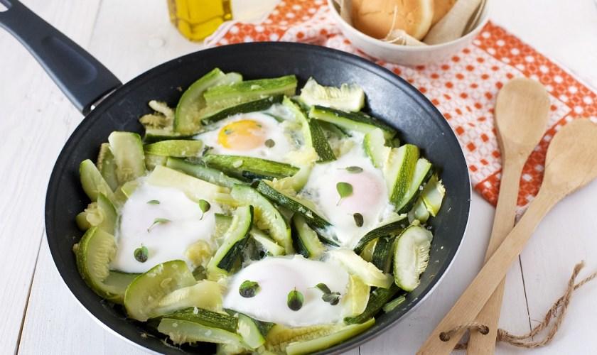 Uova e zucchine in padella veloci