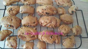 Biscottoni vegan con ciliegie e marmellata