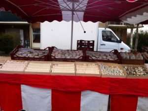 Fromager au marché de Charavines