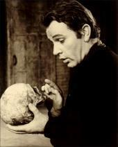 photo-richard-burton-does-hamlet1.jpg