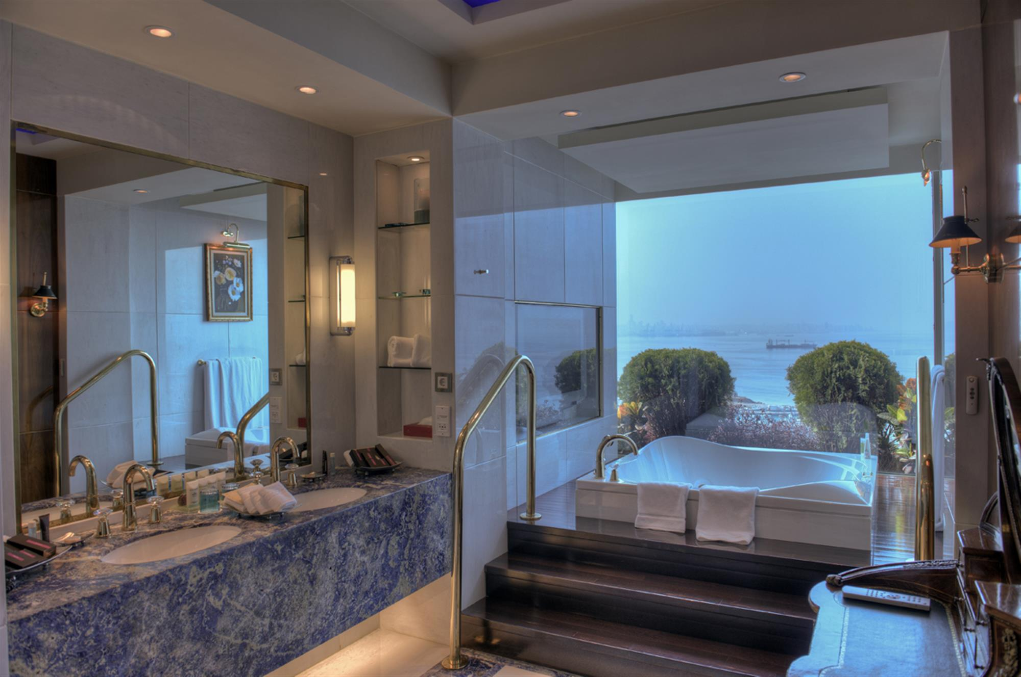 Hotels In Dbayeh Le Royal Hotel Beirut Suites