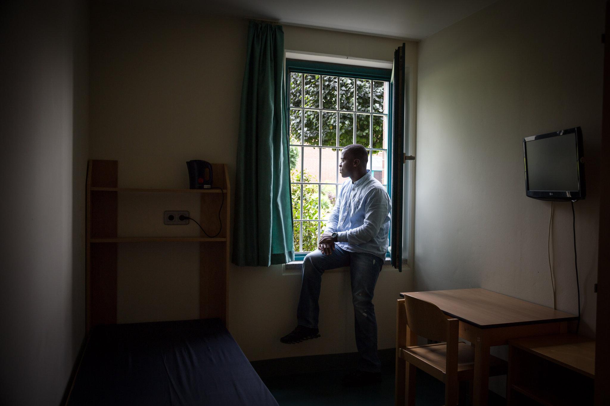 Harry Sarfo, ancien combattant allemand de l'État islamique, est à l'intérieur d'une prison hautement sécurisée à Brême, où il purge une peine de trois ans pour une accusation de terrorisme. Gordon Welters pour le New York Times