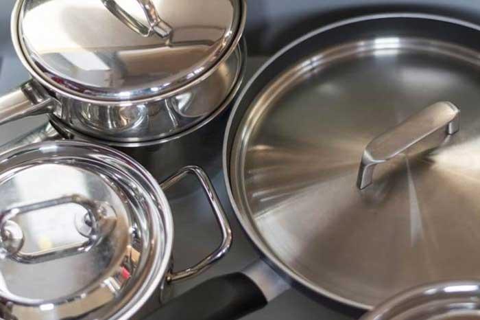nettoyer une casserole en inox