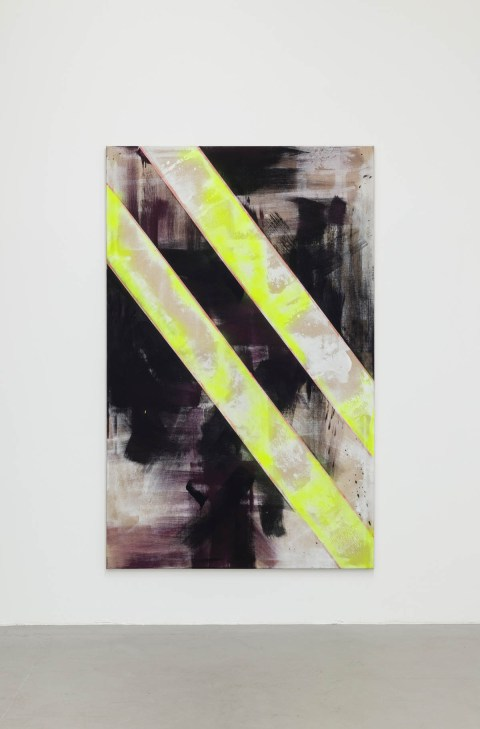 Shila Khatami | Slash slash | 2018 | Acryl, Industrypainter, Lack auf Leinwand 180 x 114 cm | Ausstellungsansicht 2021. Courtesy the artist & kajetan Berlin