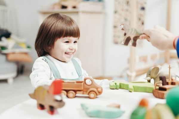 Promote language with Montessori pedagogy