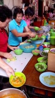 Partir en Orient pour le festival végétarien de Penang. Bénévoles du festival.
