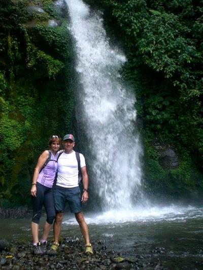 Découvrir Bali autrement : cascade de plaisir, histoire d'O. Nous deux à Batulantang