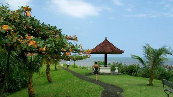 Bali plage : l'ouest, Negara, Medewi, Gilimanuk. Gaja Mina promenade