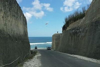 Bali plage : la péninsule, Jimbaran, Bukit, Nusa Dua. Pandawa parapentistes