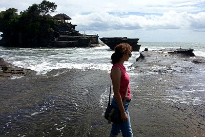 Bali plage : le sud, Kuta, Seminyak, Tanah Lot, Sanur. Valérie à Tanah Lot
