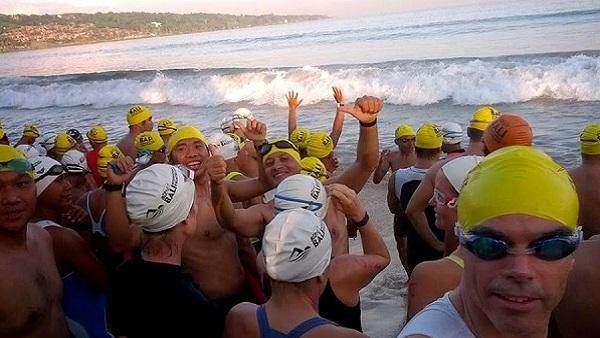 Triathlon sprint, compétition du calendrier 2013 à Bali Indonésie Départ de la natation