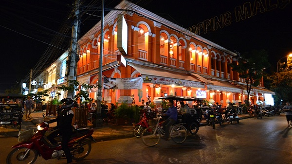 Circuit Cambodge Laos Vietnam : quelle organisation en mode vegan? Siem Reap by night
