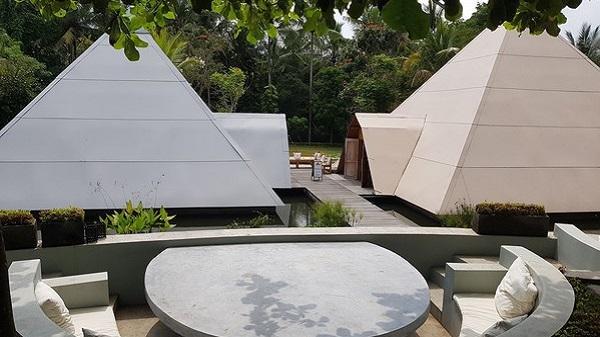 Découverte des Pyramides de Chi à Ubud sur l'île de Bali. Vue des pyramides