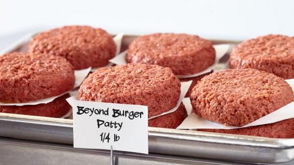 On a testé le fameux steak Beyond Meat à Saint Rémy de Provence. Raw burger