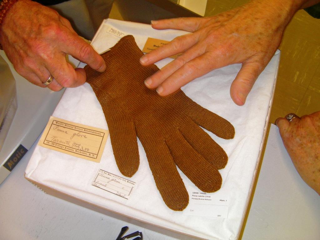 Idée cadeaux pour millionaires: les gants en poils de moules