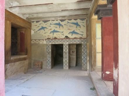 Mégaron de la reine. Ornée de la fresque aux Dauphins, la chambre de reine est l'une des plus belles pièces de l'aile ouest.
