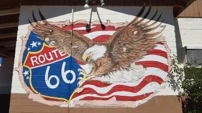 Drapeau et aigle Route 66