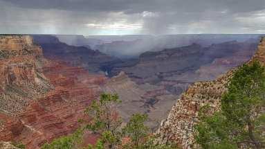 Pluie et orage sur le Grand Canyon
