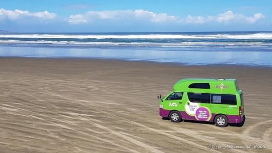 rouler en van sur la mythique ninety mile beach du Cap Reinga Nouvelle-Zélande