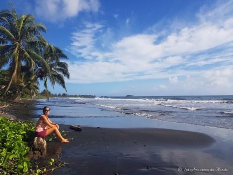 Plage de sable noire Tahiti
