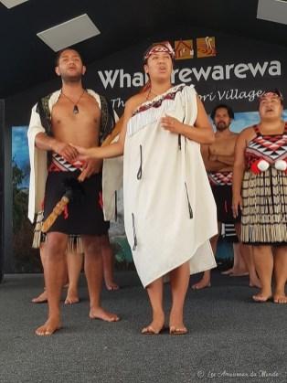 Spectacle traditionnel au village maori Whakarewarewa à Rotorua en Nouvelle-Zélande
