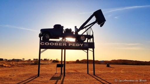 panneau welcome to Coober Pedy avec un browser