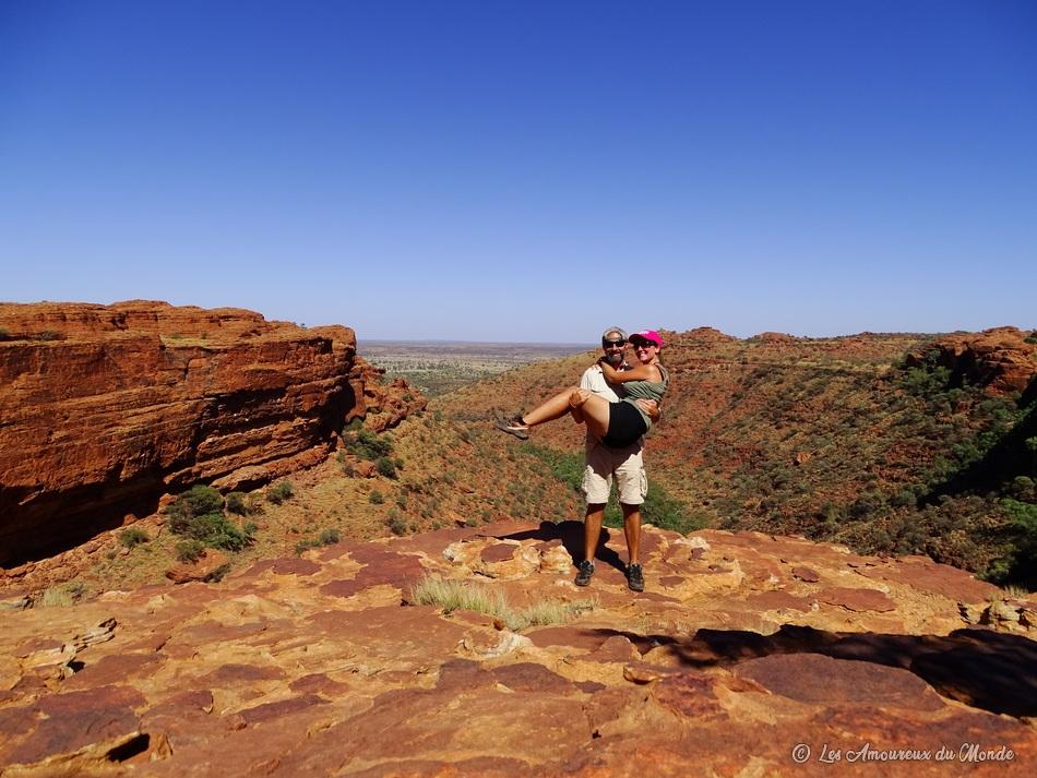 Les Amoureuxd du Monde à Kings Canyon en Australie sous le soleil