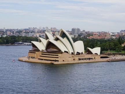 Vue sur l'opéra de Sydney depuis le Harbour Bridge