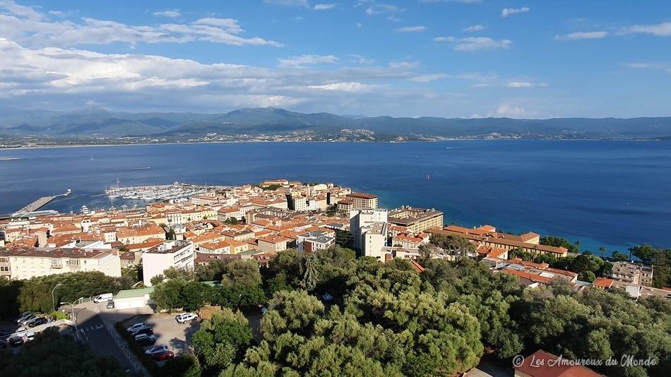 vue sur Ajaccio depuis la terrasse de notre Airbnb